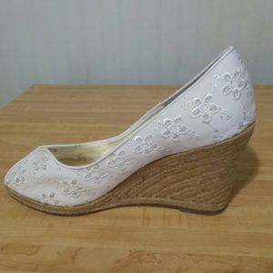 Women's white wedge dress shoes 8M Steve madden